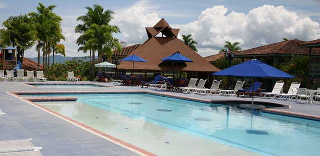 Quind o turismo hotel la casa de los nogales quimbaya for Hoteles en cuenca con piscina